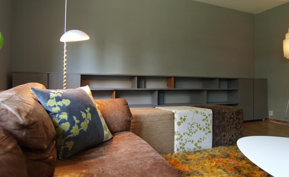 Hylla med möbler
