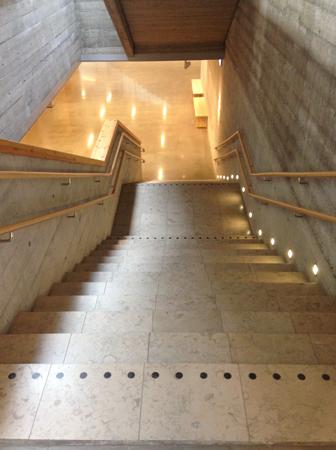 Fint ljussatt trappa